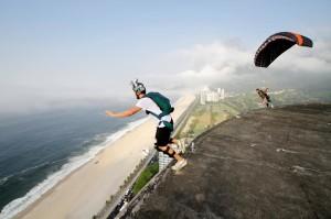 Gustavo Areias Base Jump Pedra www luchiari com br